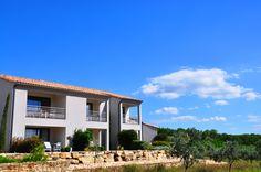 """Profitez de la #terrasse dans les chambres """"Le M"""" et admirez une vue magnifique ! #sky #blue #hotel"""