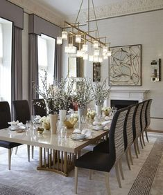 "31 Nice Transitional Dining Room Design Ideas - When you think of ""family dinner"" what comes to mind? Sixty years ago you would have instantly thought of the average family of four sitting comfortab. Dining Room Table Decor, Modern Dining Table, Dining Room Lighting, Dining Room Design, Dining Area, Diningroom Decor, Dining Sets, Small Dining, Luxury Dining Room"
