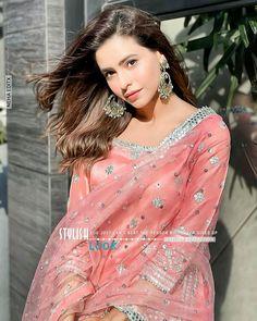 Indian Actress Images, Beautiful Indian Actress, Indian Actresses, Cute Girl Photo, Beautiful Images, Girl Photos, Cute Girls, Sari, Photo And Video