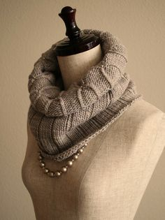Ravelry: Simple Ribbed Cowl pattern by Orange Flower