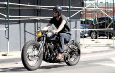 David Beckham anda de moto nos EUA (Foto: Splash News)