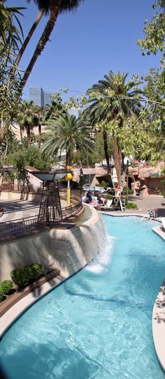 Las Vegas Hotel Tips. Sometimes, it is necessary to stay in a Las Vegas hotel. People often are disappointed with hotel rooms because they leave out the research. Las Vegas Love, Las Vegas With Kids, Las Vegas Usa, Las Vegas Vacation, Las Vegas Nevada, Vacation Spots, Mgm Hotel Las Vegas, Mgm Grand Las Vegas, Las Vegas Restaurants