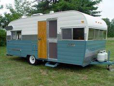 We purchased this rare Shasta Model Twenty from the original owner, and had it restored by Vintage-Vacations. Shasta wings are the originals! All original kitchen appliances, water heater and furna… Canned Ham Camper, Vintage Rv, Vintage Campers, Vintage Camper Interior, Rv Interior, Old Campers, New Toilet, Camper Renovation, Camper Remodeling