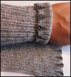 Crochet Patterns Techniques Taras (knitting) world: beaded tulips Knitting Paterns, Knitting Stitches, Knitting Designs, Knit Patterns, Knitting Projects, Hand Knitting, Beaded Embroidery, Knit Crochet, Creations