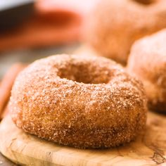 Looking for a quick and easy recipe you can make in your Air Fryer? These Easy Air Fryer Donuts are just that! They only take a few minutes to fry, roll them in the delicious cinnamon sugar mixture an Air Fryer Doughnut Recipe, Apple Donut Recipe, Homemade Doughnut Recipe, Fry Donuts Recipe, Homemade Doughnuts Easy, Air Fryer Recipes Videos, Air Fryer Oven Recipes, Air Fry Recipes, Sweets