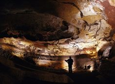The Lascaux Caves in the Dordogne region of southwest France contain some of the oldest and finest prehistoric art in the world. The cave paintings Ancient Art, Ancient History, Art History, Stonehenge, Lascaux Cave Paintings, Chauvet Cave, Bastet, Paleolithic Art, Cave Drawings