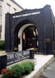 West Virginia – The Coal House, Williamson Credit: Badagnani/Wikimedia In Williamson, next to the Mingo County Courthouse, you will find a cool house made entirely out of coal. The coal was quarried as blocks and dressed as stone using 65 tons of coal from the nearby Winifrede Seam and was varnished to resist the weather. The Coal House is the home of the Tug Valley Chamber of Commerce.