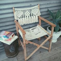 Fotos de música МАКРАМЕ macrameonelove веревки шнуры - 40 álbuns | VK Macrame Hanging Chair, Macrame Chairs, Macrame Art, Macrame Knots, Weaving Projects, Macrame Projects, Macrame Tutorial, Macrame Patterns, Basket Weaving