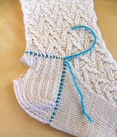 Hand Knitted Things: Knitted Sock Heel Repair - for experienced knitters only.- Hand Knitted Things: Knitted Sock Heel Repair - for experienced knitters only. Crochet Socks, Knit Or Crochet, Knitting Socks, Knitting Stitches, Hand Knitting, Knitted Slippers, Knit Socks, Crochet Granny, Knitting Machine