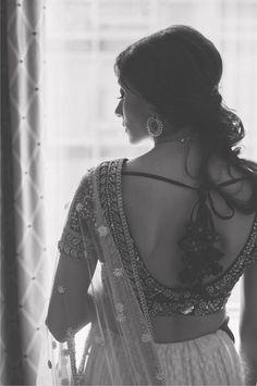 Pretty sari black and white