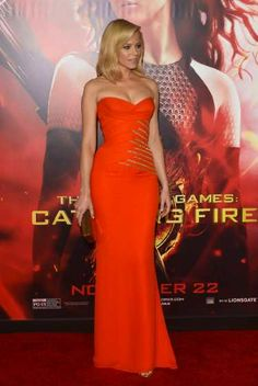#ElizabethBanks arrives the Los Angeles prremiere of 'The Hunger Games: Catching Fire' at #NokiaTheatre L.A. Live on November 18, 2013 in Los Angeles http://celebhotspots.com/hotspot/?hotspotid=5718&next=1