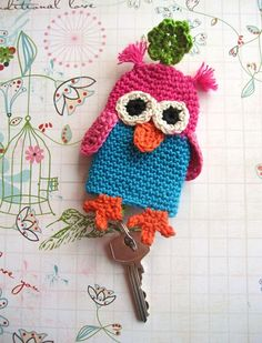 Awwww I might have to make this! Knitted Owl, Crochet Owls, Knit Crochet, Owl Keychain, Crochet Keychain, Keychains, Crochet Garland, Crochet Chart, Crochet Accessories