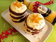 Eierlikör Rezept: Kleine Weihnachtstörtchen - Lebkuchenbiskuit-Törtchen mit Verpoorten-Vanille-Orangen-Creme - Backrezepte - VERPOORTEN