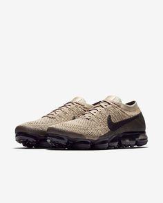 Nike Air VaporMax Flyknit Men's Running Shoe Nike Air Vapormax, Nike Air Force, Nike Vapormax Flyknit, Nike Shoes, Sneakers Nike, Athletic Fashion, Running Shoes For Men, Cool Shirts, Fashion Shoes