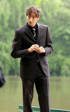 Most Beautiful Man, Beautiful People, Fashion Ideas, Men's Fashion, Adrien Brody, Actor Model, Leonardo Dicaprio, Man Crush, American Actors