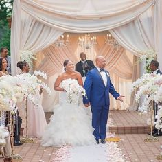 How stunning! Congrats to the newlyweds #munaluchi #munaluchibride…