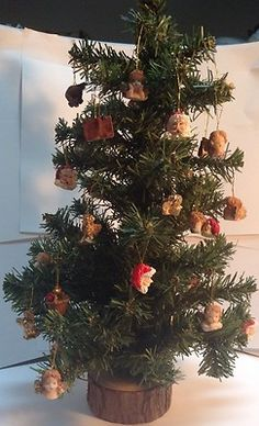 "16"" Christmass Tree on wooden base whit ornaments / arbre de Noël + décorations"