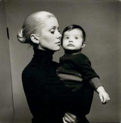 Catherine Deneuve et Chiara Mastroianni enfant.