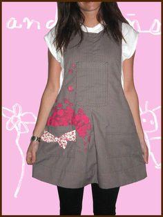 Pichi de cuadro tejido turquesa Scrub Tops, Scrubs, Short Sleeve Dresses, Dresses For Work, Tunic Tops, Sewing, Aprons, School, Fashion