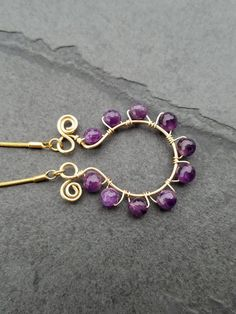This amethyst necklace is beautiful handmade wire wrapping piece. Materials: -18k gold plated chain -18k gold plated wire -AAA amethyst 10mm Measure: 17 inch *Packaging Your amethyst necklace will be