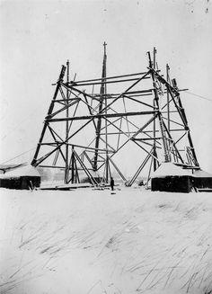 1932 Ismaning - Bau des Senders Ismaning. Beginn der Errichtung eines von zwei 115 m hohen Antennenträgertürmen durch die Baufirma Karl Kübler AG Stuttgart unter Mitwirkung von Arbeitskräften des SA-Hilfswerklagers Erding. Aufgenommen Anfang 1932. Bayern. ☺