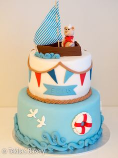 Layer cake #tekilasbakery http://www.tekila.fi/meriaiheinen-kakku-vauvalle/