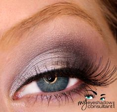 MAC eyeshadows used:  Electra (inner half of lid) Knight Divine (outer half of lid and lower lashline) Print (crease) Nehru (define and deepen outer crease) Shroom (blend)