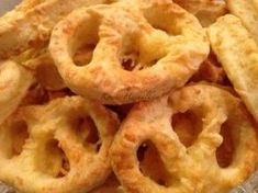 Lakodalmas perec mókuslekvár.hu Hungarian Recipes, Hungarian Food, Snack Recipes, Snacks, Garlic Bread, Winter Food, Food For Thought, Healthy Living, Bakery