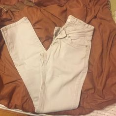 Very slimming. Has a little light spots on and picture. VERY difficult to tell. Size is probably a Doesn't have a tag. Don't be shy to make on offer :) Pants Straight Leg Beige Jeans, Light Beige, Straight Leg Pants, Fashion Tips, Fashion Design, Fashion Trends, Angels, Khaki Pants, Thing 1
