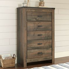 Armstrong Chest