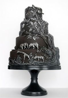 Now this is a very unique cake, I have never seen one like this before. Wonder if they are going to Africa for their honeymoon?
