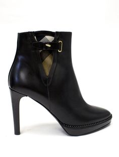 The Posh Mommy - Burberry Black Leather Ankle Boots
