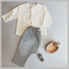 58753068e5 Precioso look de bebé de la marca Piupiuchick compuesto por camisa y  pantalón a rayas.