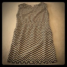 Chevron dress Black and beige zig zag pattern dress. 100% Polyester. True size medium. I'm a medium/large and it just fits. Forever 21 Dresses