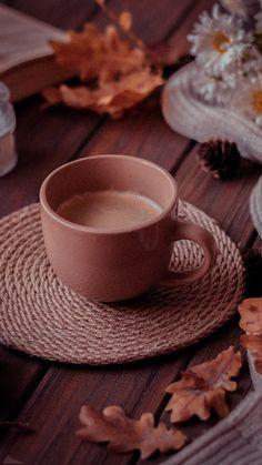 Autumn Coffee, Coffee Cozy, I Love Coffee, Coffee Break, Cute Wallpaper For Phone, Pink Wallpaper Iphone, Fall Wallpaper, Wallpaper Notebook, Good Morning Coffee