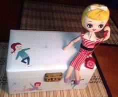 Vintage Big Eye Mod Pose Doll Cloth Musical Jewelry Box WOW!! JESTIA Japan