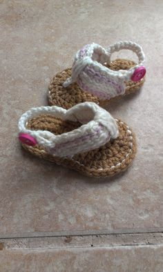 Thursday's Handmade Love Week 70 Theme: Sandals Includes links to #free #crochet patterns Crochet Baby Sandals, Baby Flip Flops, Crochet Baby Shoes, Sizes 0-6 Months and 6-12 Months