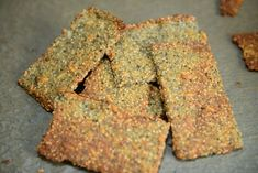 Knasende sprødt knækbrød. Hvedemel, speltmel, majsmel, hirsemel, rismel eller andre meltyper kan bruges.    Quinoamel, rismel, majsmel og hi...