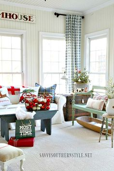 modern farmhouse style My favorite room to decorate for Christmas, besides the cabin style guest room I did this year, is my sunroom. This is my room . hangout and it's the room Sunroom Decorating, Farmhouse Style Decorating, Sunroom Ideas, Small Sunroom, Rental Decorating, Porch Ideas, Holiday Decorating, Interior Decorating, Decorating Ideas