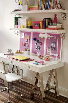 super cute desk. @Catalina Arizu esto es lo que tenías pensado para mi cuarto? reemplazando por vidrio?