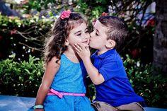 Cute moments photography kids kiss, cute couples kissing y cute kids pics. Cute Baby Couple, Cute Baby Girl, Baby Love, Cute Girls, Cute Babies, Cute Kids Pics, Cute Couple Pictures, Girl Pictures, Cute Kids Photography