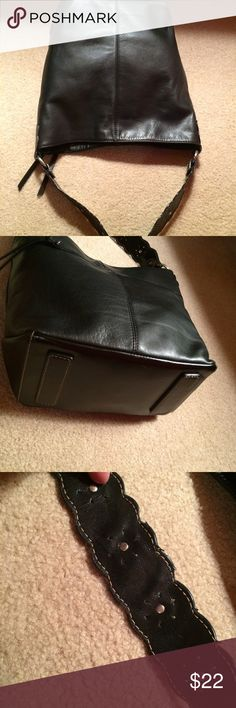 Serena Black Leather Bucket Bag Handle Has Slight Wear. Otherwise Great Condition. Measures about 11 inches across Sereta Bags Shoulder Bags