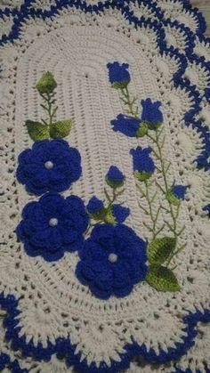 53 ideas for crochet blanket round projects Crochet Mat, Crochet Carpet, Crochet Home, Love Crochet, Beautiful Crochet, Crochet Table Runner, Crochet Tablecloth, Crochet Doilies, Crochet Flowers