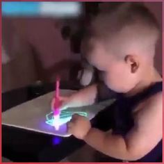 Light Drawing - Fun And Developing Toy Easy People Drawings, Easy Drawings For Kids, Amazing Drawings, Drawing People, Drawings For Boyfriend, Simple Doodles, Kids Lighting, Flower Quotes, Disney Pictures