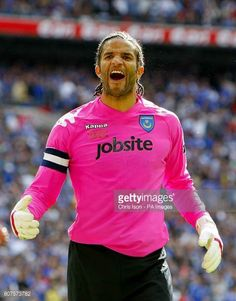 Portsmouth goalkeeper David James reacts after Chelsea's Frank Lampard misses from the penalty spot late in the game England Shirt, Laws Of The Game, British Football, Association Football, Most Popular Sports, David James, Football Kits, Portsmouth, Goalkeeper