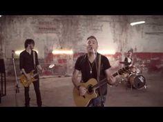 ANTONIS REMOS (FEAT. MANOS PIROVOLAKIS) - MPORI NA VGO | OFFICIAL Music Video (+LYRICS) HD - YouTube