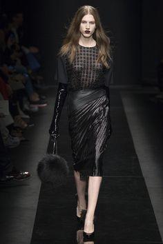 Emanuel Ungaro Fall 2015 RTW Runway - Vogue-Paris Fashion Week
