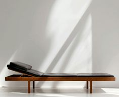 'Daybed' by Bassam Fellows from 2004 - a sublime modern version of the classic Scandinavian daybed.