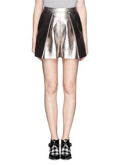 Designed with a soft interior lining, this metallic pair of shorts is as comfortable as it is fashion-forward with its lustrous finish. Retro-nostalgic with its high-waisted fit, this separate is great for easy yet modish styling that is suitable for both day and night wear.