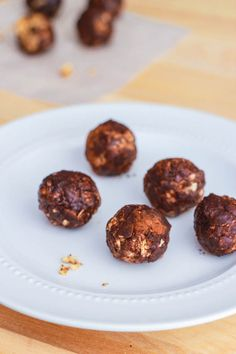 healthy peanut butter chocolate energy bites